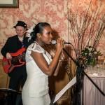 Photos La mariée chante avec le groupe de jazz