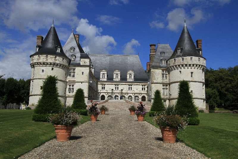château de Mesnières de face